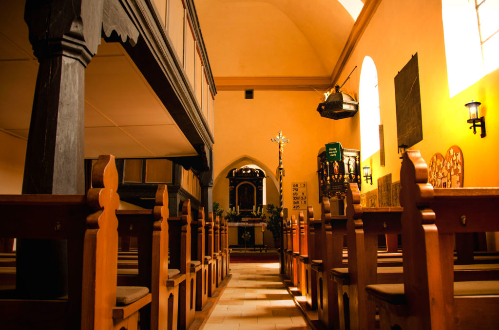 Kirche-St.Matthaeus-Gemeinde-Adelsdorf-Neuhaus